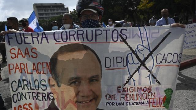 Manifestantes exigen la renuncia del presidente de Guatemala