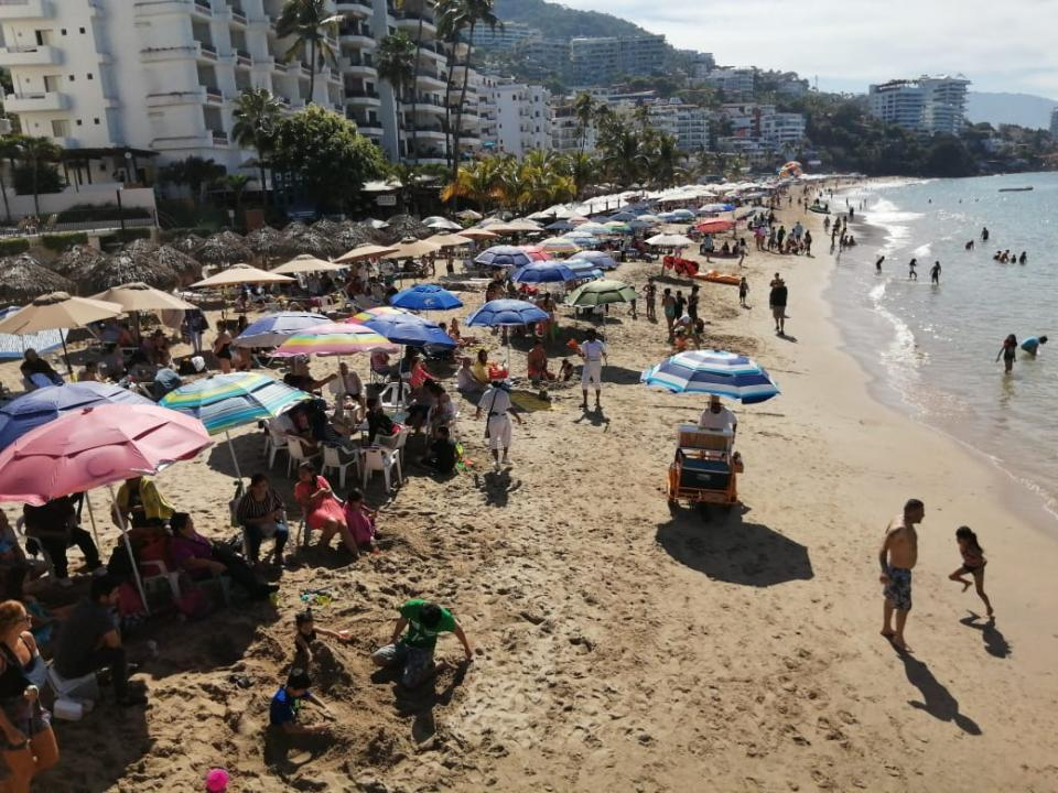 Actividad turística en playas de Puerto Vallarta