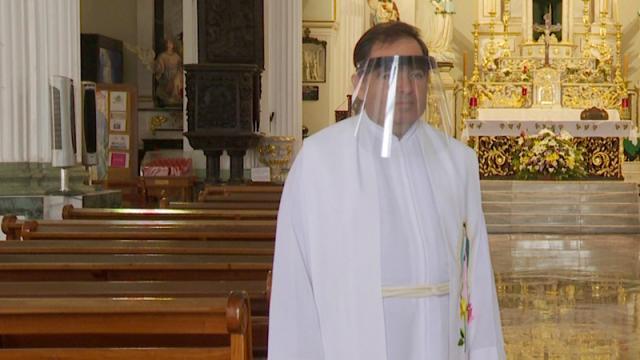 Misas cerradas, posponen bodas y XV años en Vallarta por botonazo
