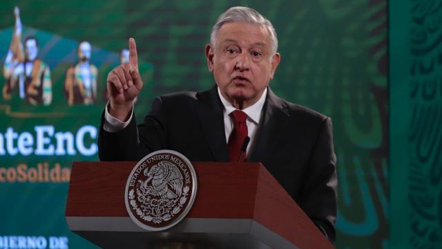 AMLO en conferencia de prensa en el Palacio Nacional