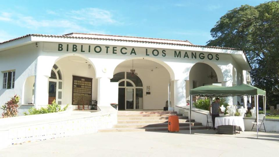 Reapertura de biblioteca Los Mangos