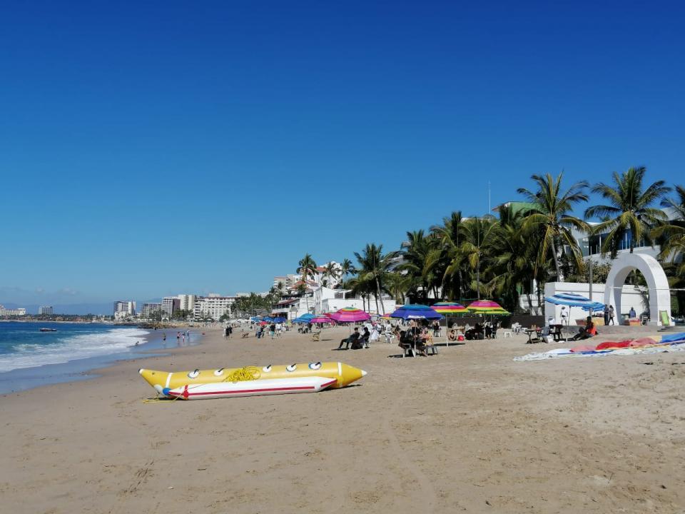 Playas de Vallarta en último día de periodo vacacional invernal