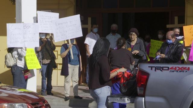 Vecinos exigen clausura de antro frente a templo
