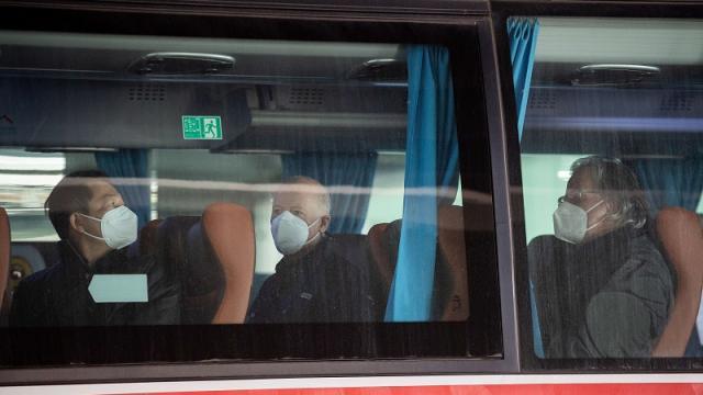 Expertos de la OMS llegando a Wuhan, China