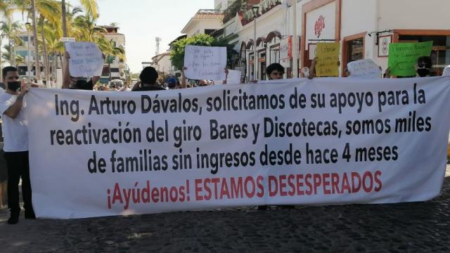 Manifestantes en Puerto Vallarta