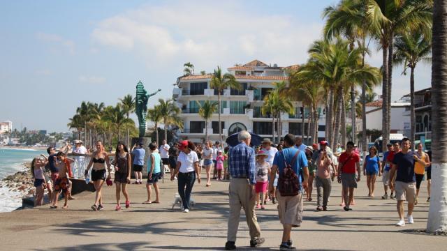 Turistas en Puerto Vallarta