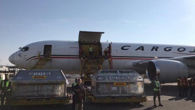 Llegada de vacunas al aeropuerto de la CDMX