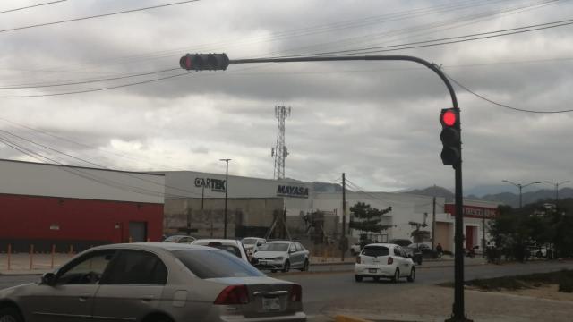 Semáforo en la carretera 544