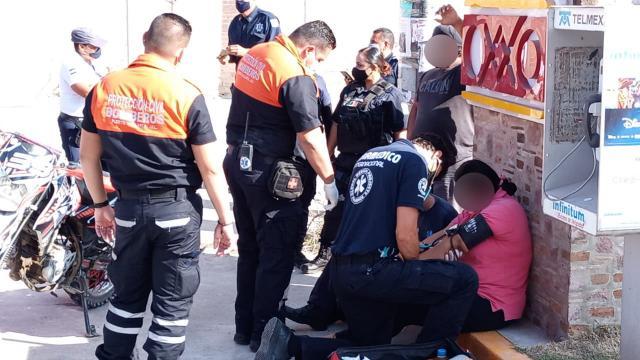 Accidente entre motociclista y automóvil en Colonia Bobadilla