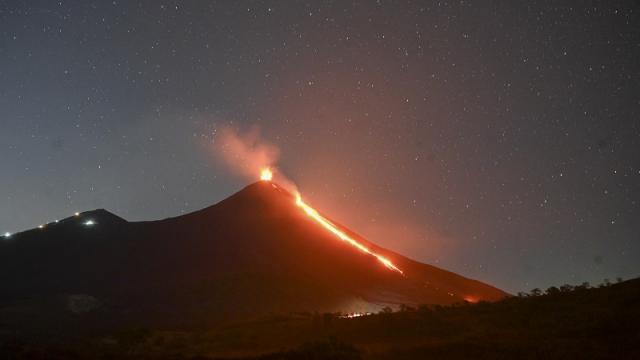 Volcán Pacaya en erupción, en Guatemala