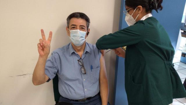 Vacunación a personal de salud
