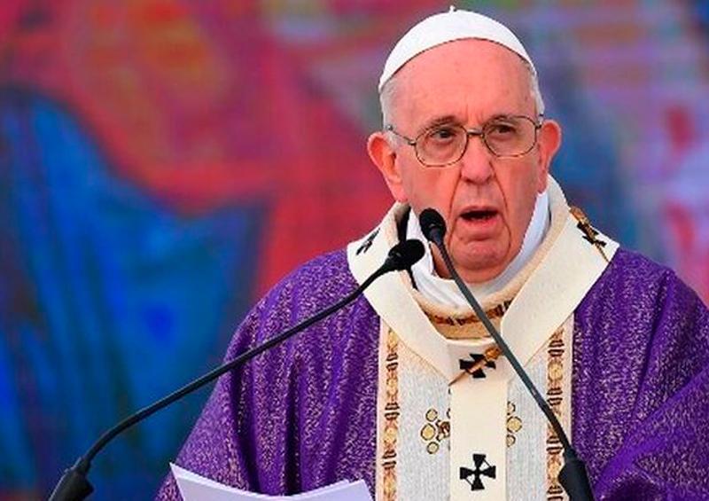 El papa concluye su visita histórica a Irak con misa