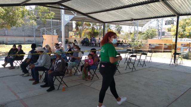 Vacunación de adultos mayores en Punta de Mita
