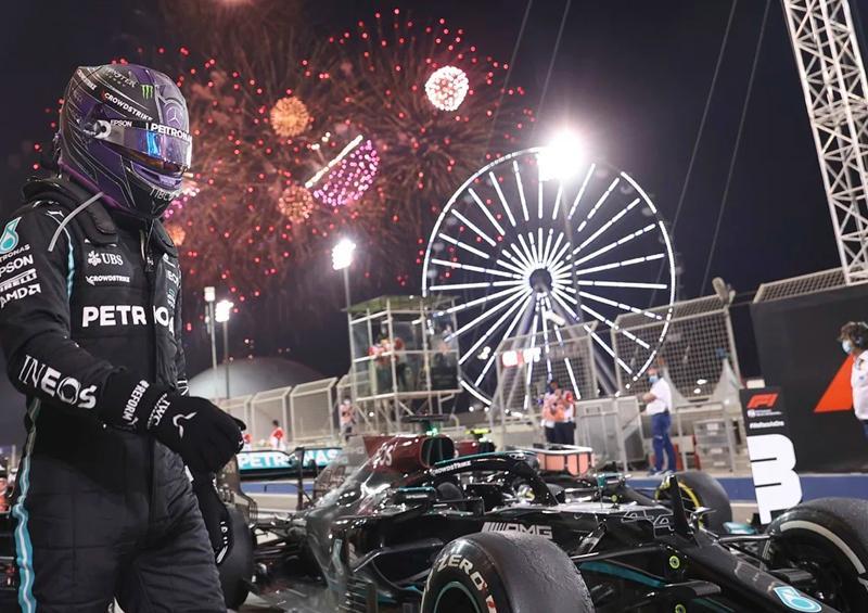 Hamilton arrebata la victoria a Verstappen