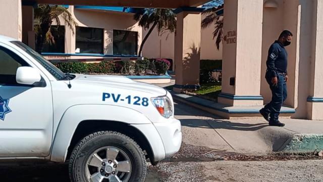 Movilizan a policías tras reporte de mujer amarrada en un motel