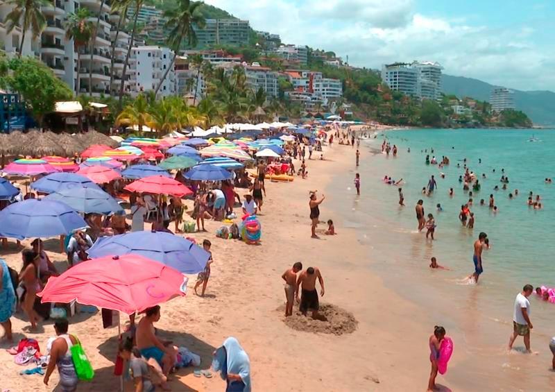 Loa turistas cumplen sólo parcialmente con el uso del cubrebocas