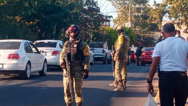 Personal del ejército realiza operativos en Pitillal y Fluvial