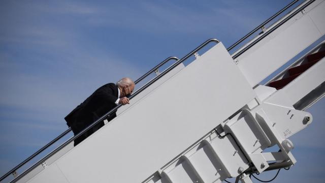 Joe Biden tropieza