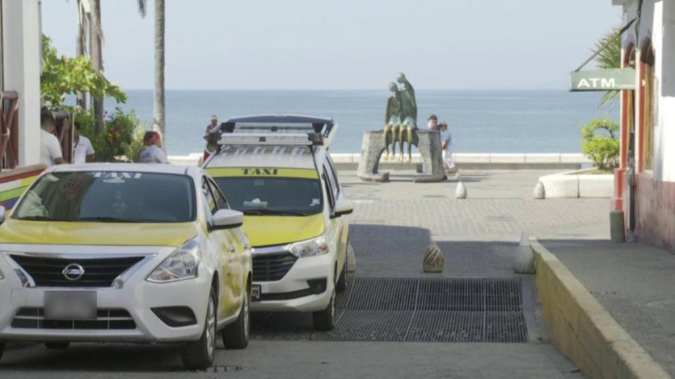 Responden taxistas: los invasores son los transportistas federales