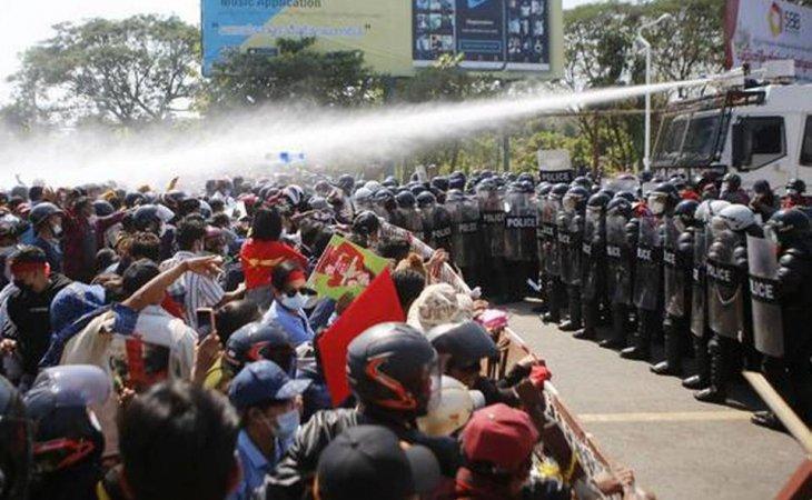 Manifestantes en Birmania