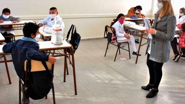 Se suspenderán clases por vacunación a maestros