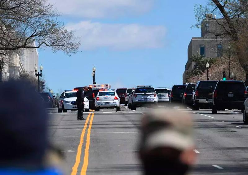 Dos agentes heridos cerca del Capitolio de EEUU tras ser atropellados por un coche