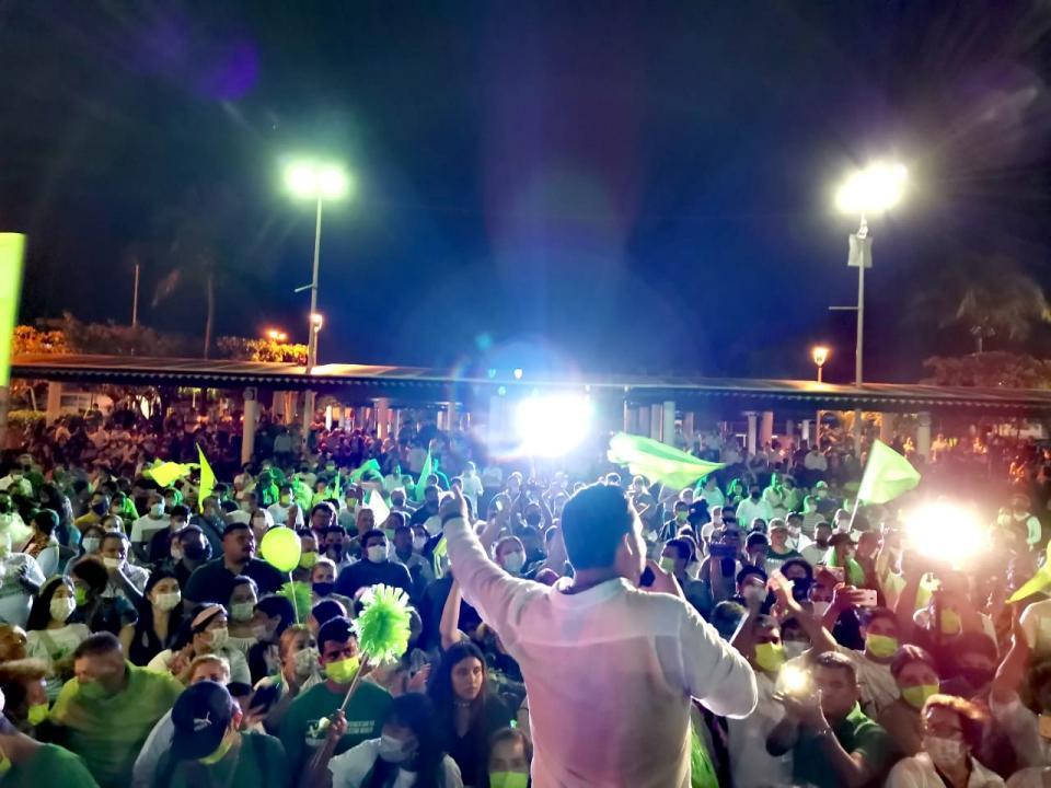 luis munguia inicia con acto multitudinarios en la plaza de el pitillal