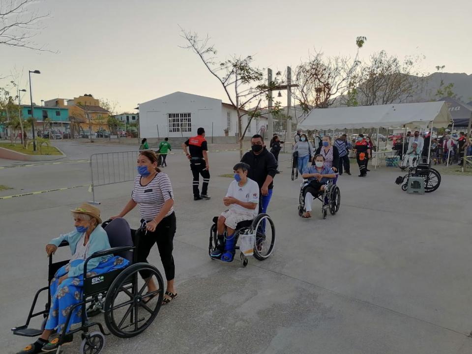 Adultos mayores en asilo de ancianos