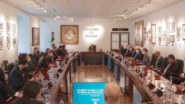 AMLO anuncia acuerdo sobre outsourcing y reparto de utilidades