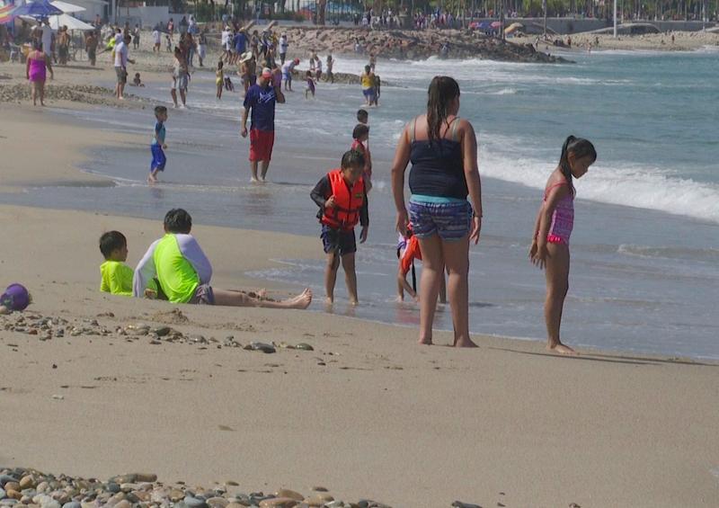 Protección Civil persuade a turistas a dejar playas a las 5:00 pm