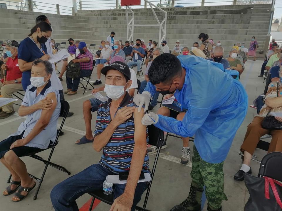 Adultos mayores aprovechan nueva oportunidad de vacunarse