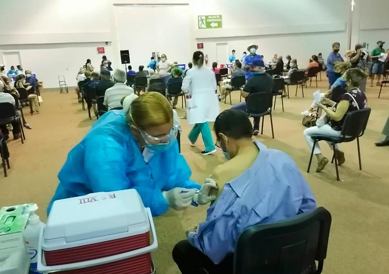 Más de 8 mil vacunas aplicadas en Vallarta en la primera jornada