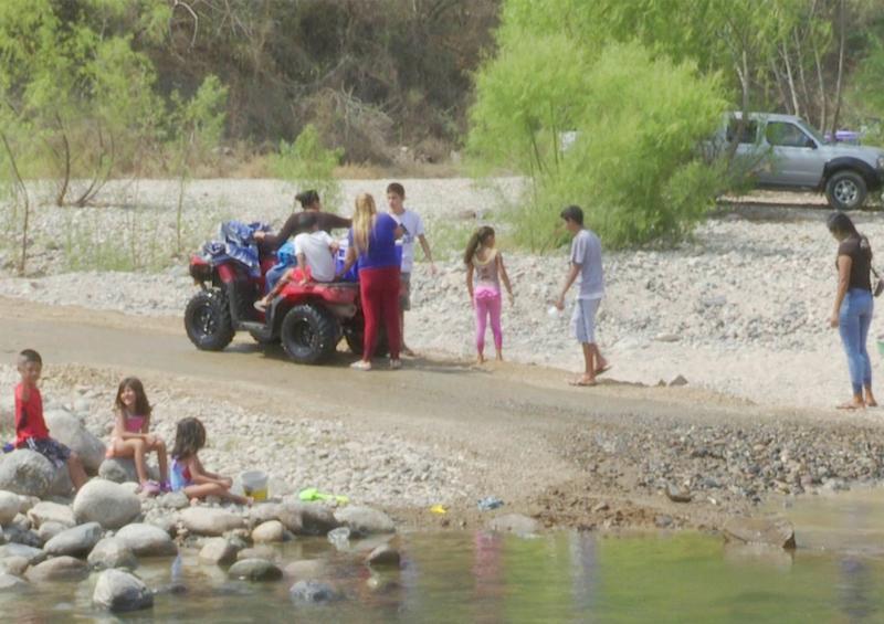 Acampan en el río Mascota a pesar de estar prohibido