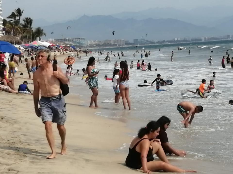Playas llenas en Nayarit