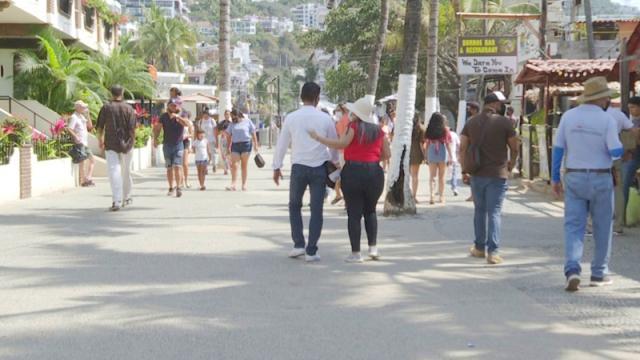 Alcalde de Vallarta da bienvenida y recomendaciones a turistas