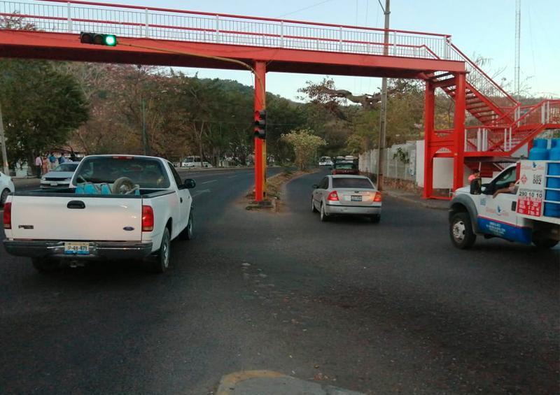 El crucero de la Cruz Roja en la López Mateos es un caos