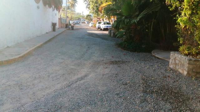 Finalmente van a reparar la calle Pacifico en Bucerías
