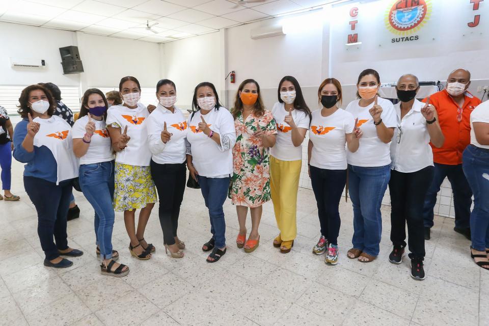 Lupita Guerrero y mujeres vallartenses