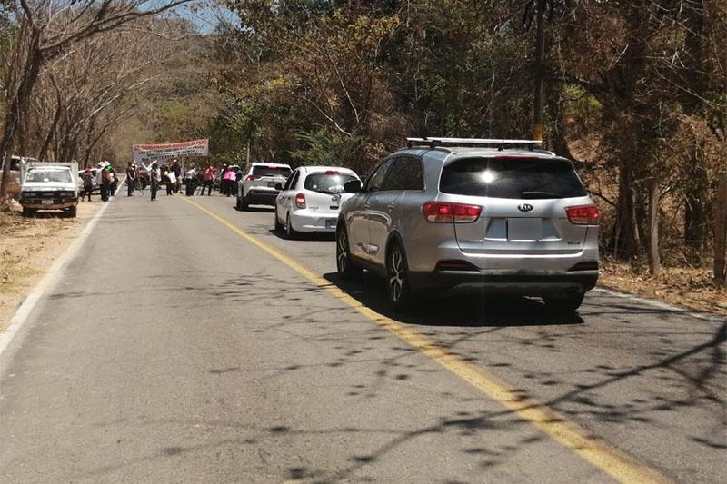Manifestantes en la carretera 544