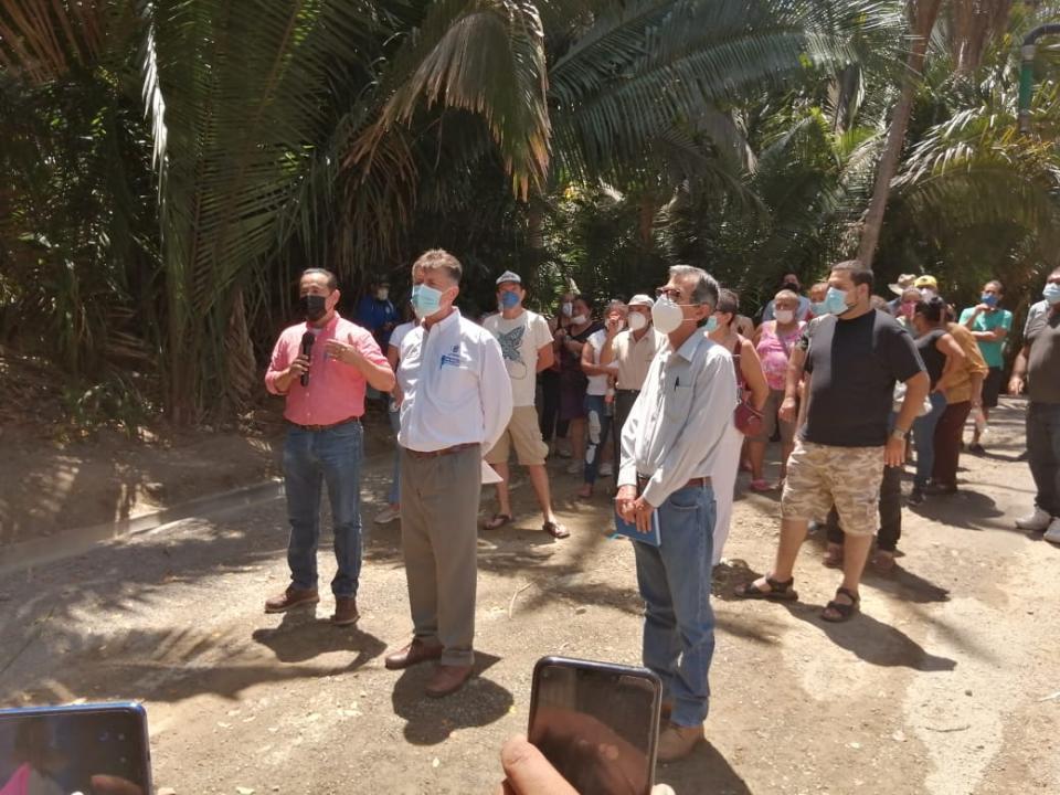Por falta de agua potable, amagan en Punta Mita cerrar carretera