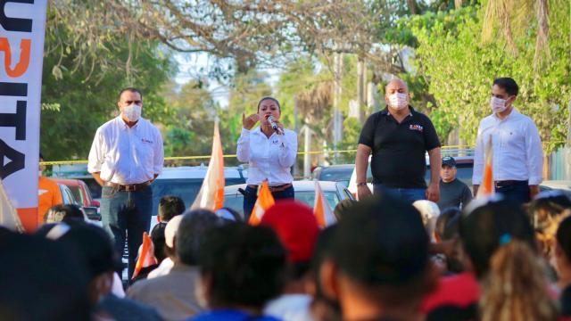 Lupita Guerrero en campaña