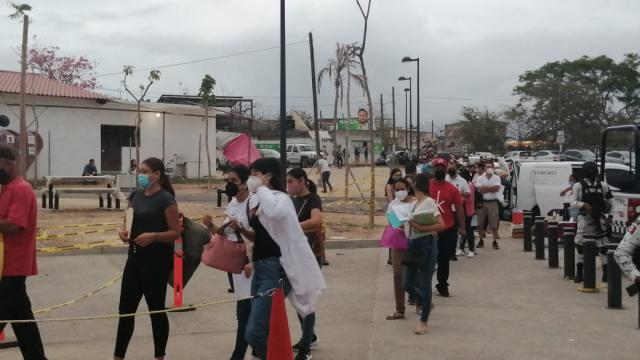 Vacunación para maestros en Vallarta