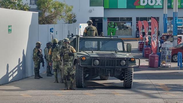 Militares detienen a motociclista