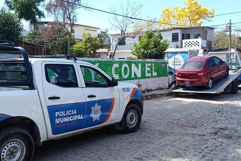 Vehículo robado a joven es recuperado