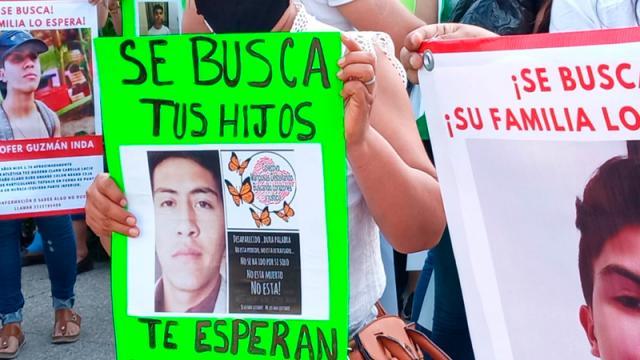 Con tristeza marchan por los desaparecidos en Vallarta