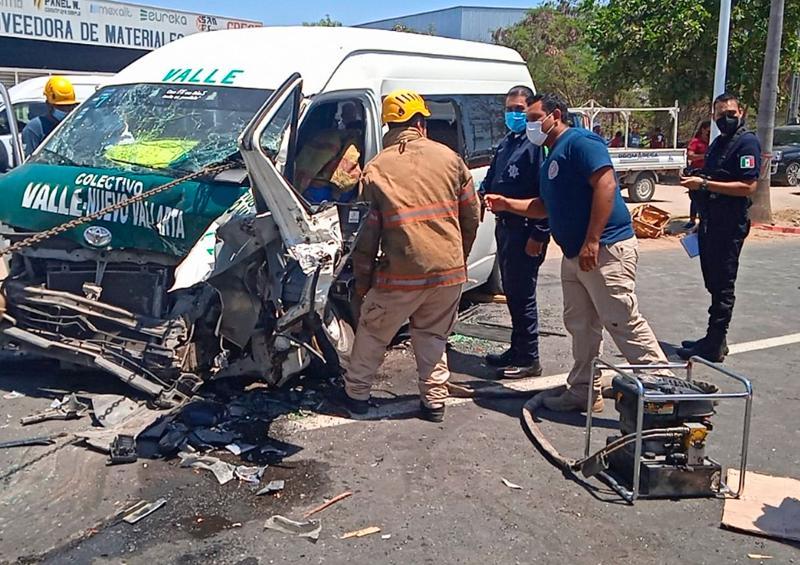 Brutal choque en Bahía deja 11 lesionados