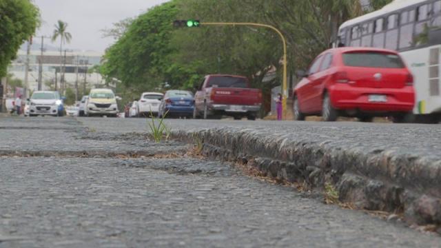 Se agravan daños en concreto de avenida Francisco Villa