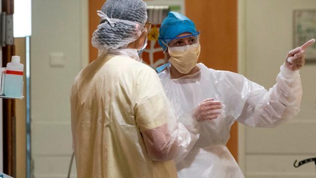 Reconocen a enfermeros que murieron al atender Covid-19
