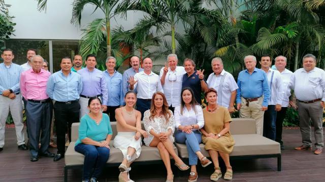 Empresarios se reúnen con candidatos a diputados