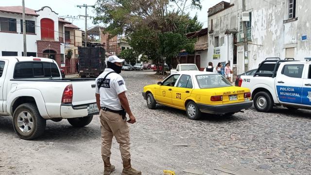 Sujetos armados asaltan a empleado de un hotel